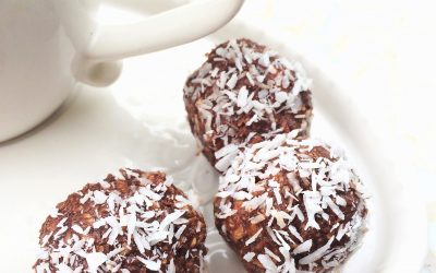 Keto chocolate, almond & coconut fat bombs